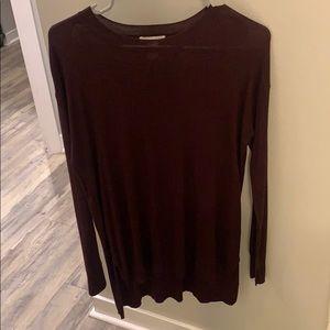 Maroon split hem thin sweater